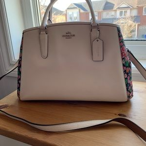 Coach Margot pearl Carryall Posey Cluster Bag 💜💕
